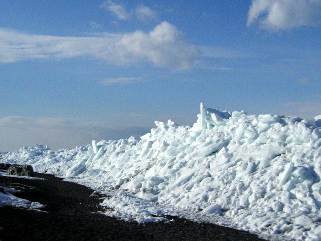 流氷岬 流氷山脈