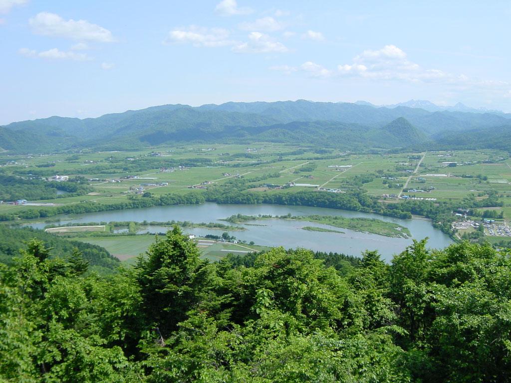野花南湖(芦別・上金剛山展望台より)