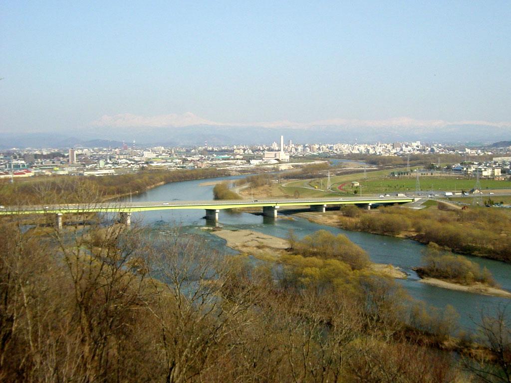 旭川市街と石狩川(嵐山展望台より)