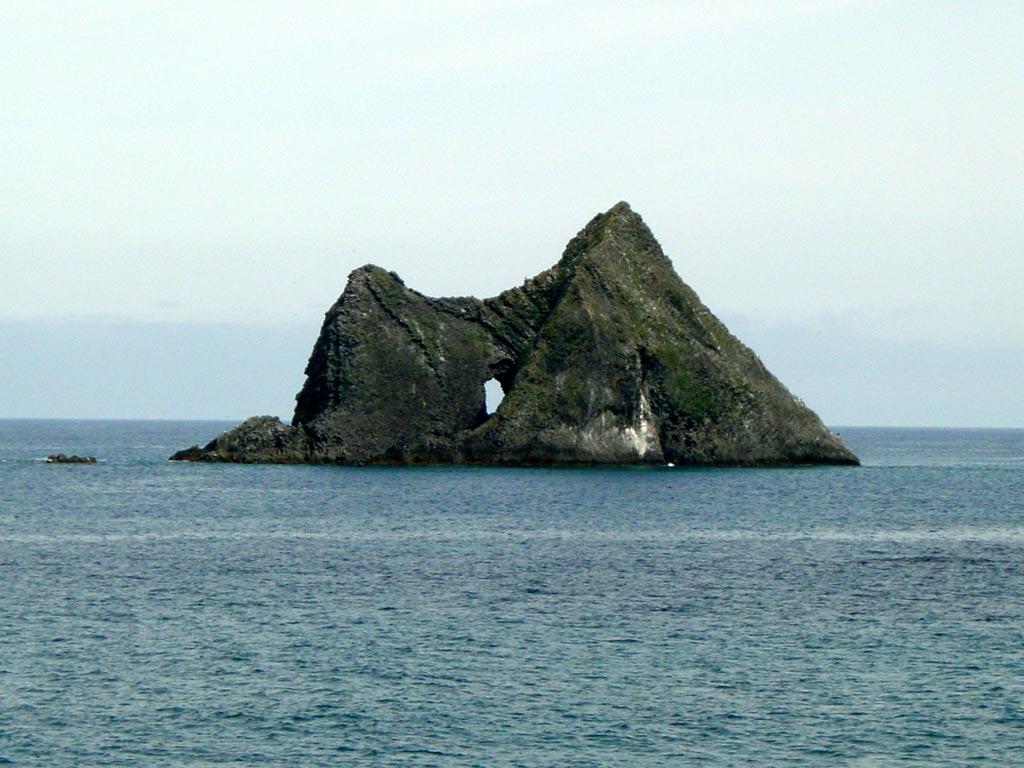 窓岩(積丹半島)