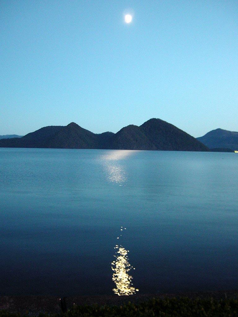 月明りの洞爺湖